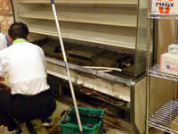 火災発生した津田の松原サービスエリア(上り線)売店の冷蔵ショーケース