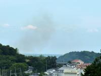 鶴羽鵜部・小浜海水浴場近辺で発生した林野火災の写真