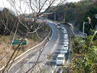 高松自動車道津田のトンネル入口付近で渋滞中の写真