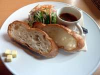津田町 ラ フレスカ パスタコースのパンとサラダとスープの写真