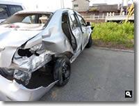 県道2号線踏切事故の事故車の写真