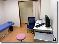 鶴羽クリニック診察室の写真