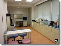 鶴羽クリニック処置・検査室の写真