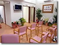 鶴羽クリニック待合室の写真