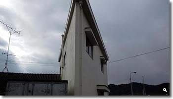 津田町のある建物の写真