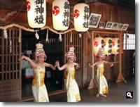 2011年津田石清水八幡宮 春市のバリ舞踊奉納の写真