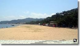 2012年津田の松原海水浴場海開き時の海辺の写真