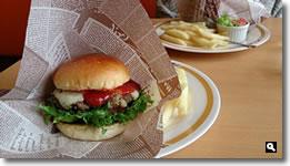 2014年7月14日さぬき市志度EAST Kitchen チーズバーガーセットの画像