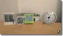 2017年11月28日 湿度が異なる温度湿度計の写真