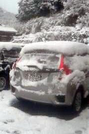 2018年1月11日県道2号線を徳島に抜けた付近の車に積もった雪の写真