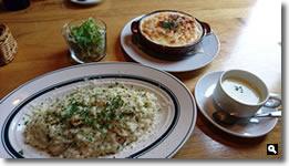 Cafe ゆるりと。和牛すじ肉のリゾグラタンと海の幸のクリームリゾットの写真