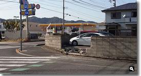 2021年3月26日 JR讃岐津田駅前の国道交差点で事故跡と思われる写真