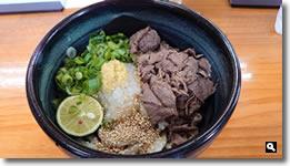 2021年9月15日 香川県さぬき市津田町 さぬきうどん羽立 肉ぶっかけ冷たいん の写真