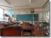 さぬき市鶴羽小学校お別れ見学会 教室の写真